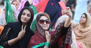 PTI's Girls and Women in Quetta Jalsa 19-05-2017