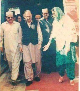 Benazir Bhutto with Makhdoom Talib ul Mola Hala Hyderabad