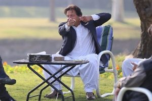 Imran Khan's Action full picture at jahangeer Farm House Lodhran